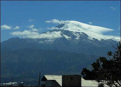 Volcan que cruza la línea Ecuador