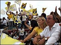 Álvaro Noboa y su esposa Anabella en campaña