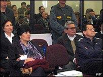 Abimael Guzmán (segundo desde la derecha, foto del Poder Judicial)