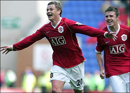 Ole Gunnar Solskjaer celebrates his goal