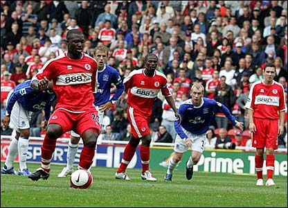 Yakubu scores a penalty for Middlesbrough