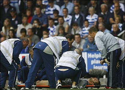 Peter Cech receives treatment on the sidelines