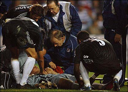 Carlo Cudicini lies unconscious on the ground