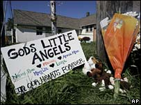 Makeshift memorial to the five murdered Amish girls