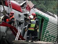 Rescuers at scene of crash, Zoufftgen