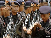 Indonesian police in Palu on 1 October 2006