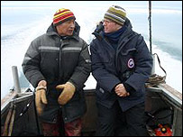 Inuit hunter Theo (l) with Stefan (r)