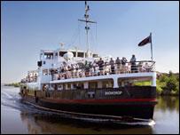 Ship canal cruise
