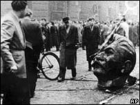 Estatua de Stalin derribada durante la Revoluci�n H�ngara