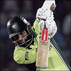 42209458 yousuf300 - Styles of batsmen