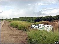 Patrulla Fronteriza en dique del lado estadounidense de frontera con M�xico