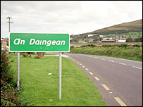 An Daingean/Dingle town sign (image from www.achgohairithe.com)