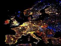 Спутниковый снимок Европы ночью (Фото: Science Photo Library/NOAA)