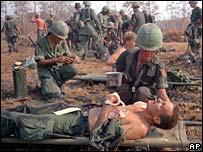 Раненые солдаты армии США во Вьетнаме (1967 год)