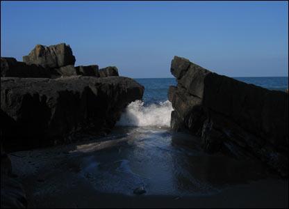 Waves at Cei Newydd, as sent by Ian Medcalf of Aberystwyth