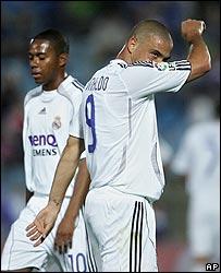 Ronaldo y Robinho sufren junto al Madrid.