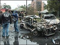 Ruinas de coche bomba en Colombia.