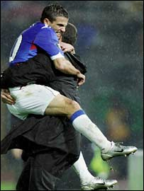 Nacho Novo embraces Rangers boss Paul Le Guen
