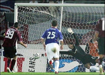 Cristiano Lucarelli scores