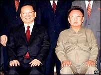 Tang Jiaxuan (left) with Kim Jong-il (right)