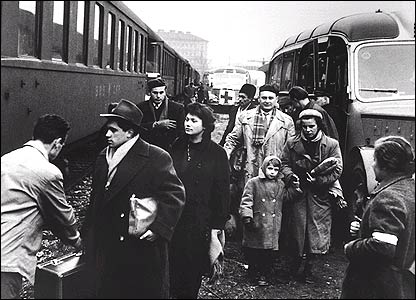 Hungarian refugees leaving Hungary