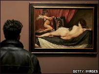 Посетитель выставки у ''Венеры с зеркалом''