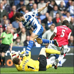 Arsenal goalkeeper Jens Lehmann claims the ball ahead of Reading's Stephen Hunt