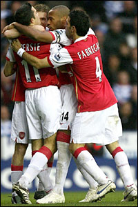 Arsenal's Robin Van Persie (left) celebrates his goal with Alexander Hleb, Thierry Henry and Cesc Fabregas
