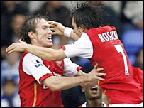 Arsenal's Alexander Hleb celebrates his goal with Tomas Rosicky