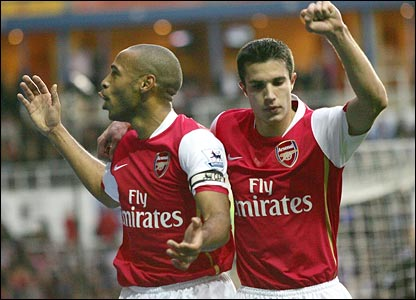 Thierry Henry, left, celebrates his penalty goal against Reading with teammate Robin van Persie