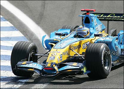 Alonso corners in the Renault