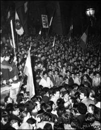 The crowd in front of the parliament building on 23 October 1956