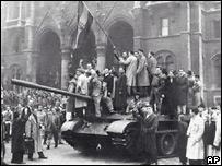 Венгры на советских танках 23 октября 1956 года