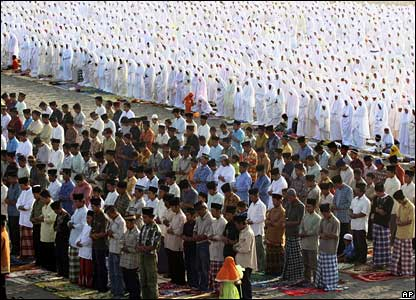 Indonesian Muslims in a mass prayer ceremony