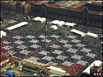Mexico City's Zocalo square filled with chess players
