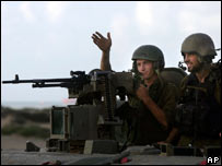 Israeli soldiers enter northern Gaza (file photo 15 Oct 2006)