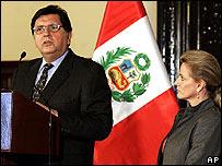 Peruvian President Alan Garcia alongside his wife