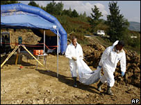 Recovering bodies from Srebrenica massacre