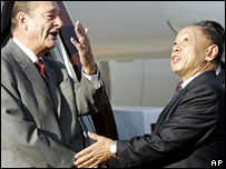 President Jacques Chirac greets Chinese Foreign Minister Li Zhaoxing