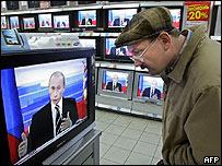 El presidente ruso Vladmir Putin en un televisor