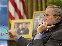 President Bush talking to Senegalese President Abdoulaye Wade about Darfur