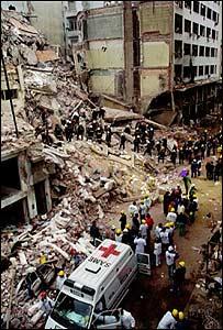 Escena de destrucción en la sede de la AMIA, 18 de julio de 1994.