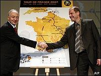 Ken Livingstone (izq.) y Christian Prudhomme