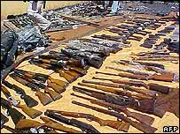 Weapons seized by police in Paraguay (4 September 2006)