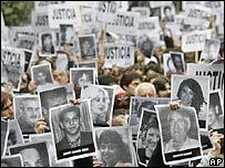 Manifestaci�n en Buenos Aires conmemorando a las v�ctimas del atentado de AMIA (foto archivo)