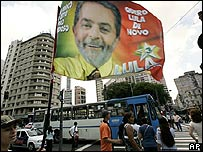 Una bandera con la imagen de Luiz Inácio Lula da Silva