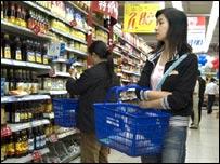 Покупательницы в магазине