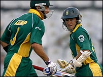 Justin Kemp (left) and Mark Boucher added 131 for South Africa's sixth wicket
