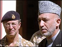 Afghan President Hamid Karzai and British Lieutenant General David Richards of Nato
