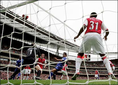 Tim Cahill scores at the Emirates Stadium